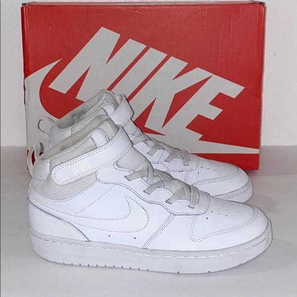 Auth Nike boys high top sneakers Sz 3 display